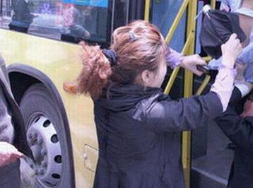 Bakıda qadınlar avtobusda saçyolduya çıxdılar: