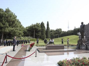 Rəcəb Tayyib Ərdoğan ümummilli lider Heydər Əliyevin məzarını ziyarət edib