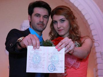Azərbaycanlı teleaparıcılar evləndilər