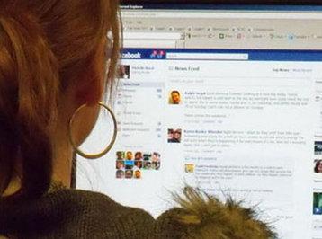 Bakıda gənc qız Facebook-da oğlana