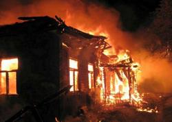 Bakıda ev yanıb