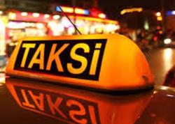 """Uşaq taksiyə qusdu: sürücü gedişhaqqı 3 manat edən qadından <span class=""""color_red"""">100 manat istədi - FOTO</span>"""