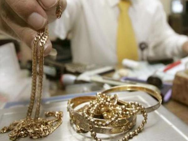 Lombard sahibi vətəndaşların qızıllarını qaytarmır - ŞİKAYƏT - VİDEO