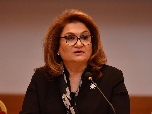 """Hicran Hüseynova: """"Son dövrlərdə Azərbaycan ailələrində qadınlar kişilərdən daha çox irəli gedir"""""""