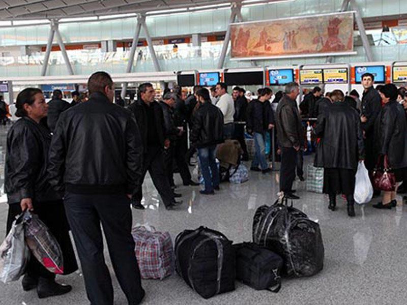 Ermənilər Rusiyaya axışır: Kimi çörək, kimi pasport dalınca gedir