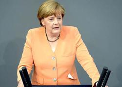 Merkel futboldakı böyük pullardan narazıdır
