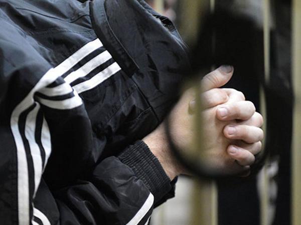 Prokuror 20 min dollara görə əmisi oğlunu bıçaqlayana cəza istədi