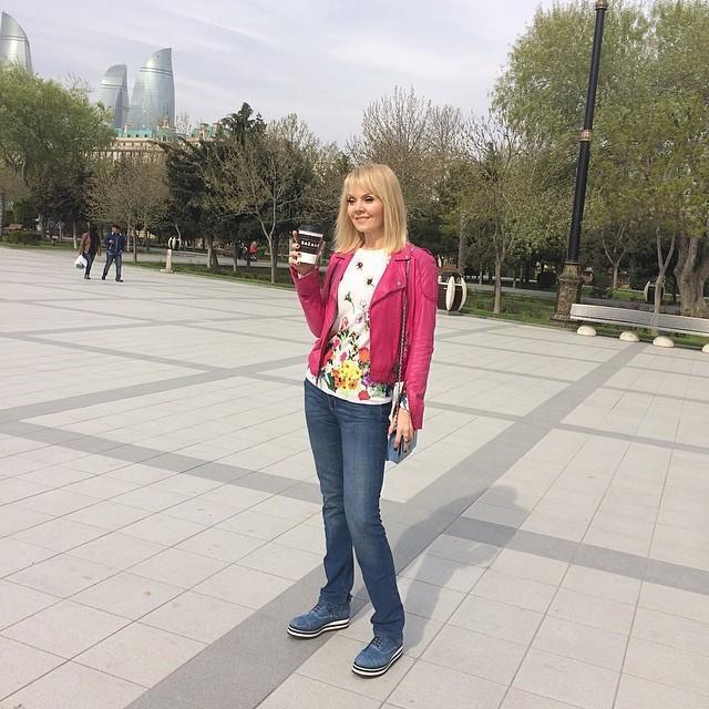 Фото валерии в джинсах, две зрелые лесби и студентка