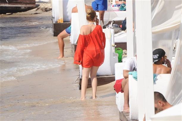 Сера токдемир в пляж фото