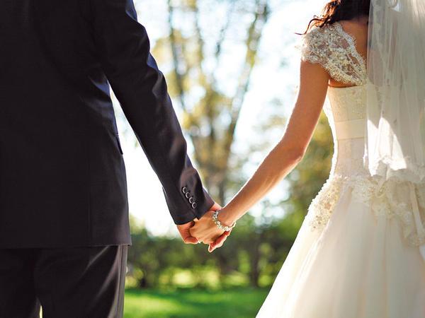 """Evlilik qərarını valideynlər, yoxsa gənclərin <span class=""""color_red"""">ÖZÜ VERMƏLİDİR?</span>"""