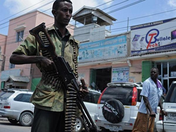 """Somalidə aeroport yolunda PARTLAYIŞ: <span class=""""color_red"""">10 ölü</span>"""
