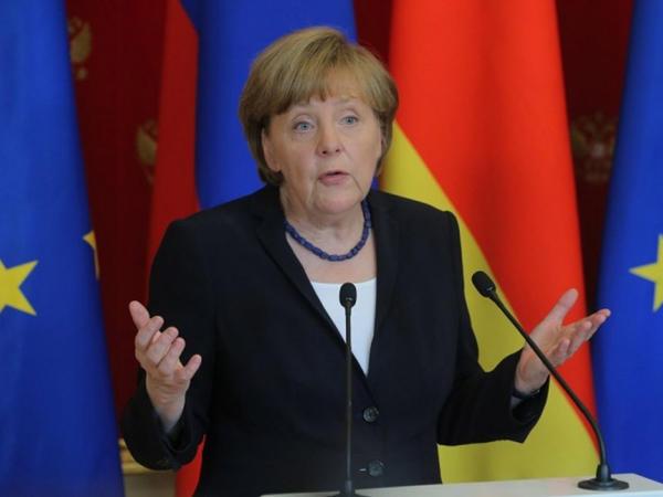 """Merkelin pullarını saydılar - <span class=""""color_red"""">İldə nə qədər qazanır?</span>"""