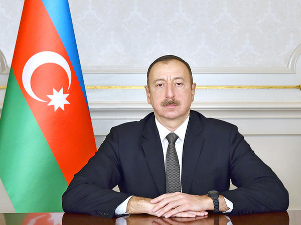 İlham Əliyev Qırğız Respublikasının yeni seçilmiş Prezidenti Sooronbay Jeenbekovu təbrik edib