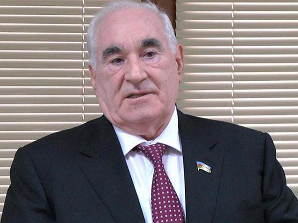 """Fəttah Heydərov """"İstiqlal"""" ordeni ilə təltif edilib"""