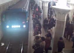 """Bakı metrosu yenə qarışdı - <span class=""""color_red"""">Vaqonlar boşaldıldı - SƏBƏB - YENİLƏNİB</span>"""