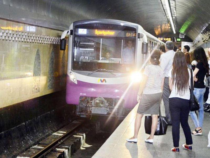 Bakı metrosunda oğlanı qızın çiynindəki şala görə öldürdülər - TƏFƏRRÜAT
