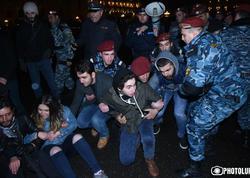 """Ermənistanda nümayişçilərlə polis arasında toqquşma - <span class=""""color_red"""">Saxlanılanlar var</span>"""