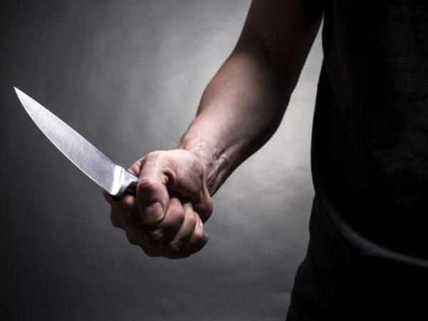 Oğul atasını şadlıq evində bıçaqladı