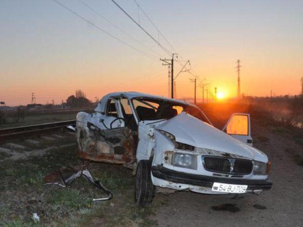 """Saatlıda qatar avtomobili vurdu: <span class=""""color_red"""">3 nəfər yaralandı</span>"""