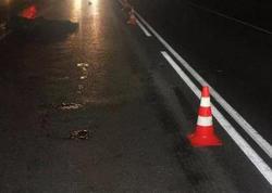 Bakıda yol kənarında dayanan iki nəfəri avtobus vurub