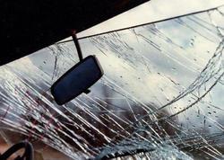 Bakıda yolu keçən 3 qızı maşın vurdu - VİDEO
