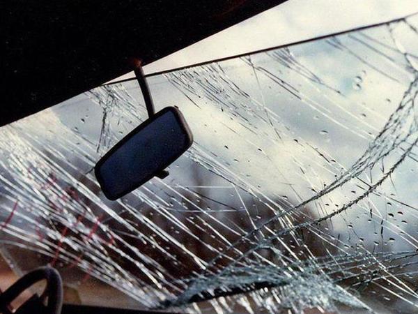 """Kürdəmirdə avtomobil """"KamAZ""""a çırpıldı: <span class=""""color_red"""">ölən və yaralananlar var</span>"""