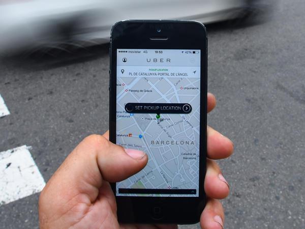"""""""Uber"""" gizli şəkildə iOS istifadəçilərini izləyib"""