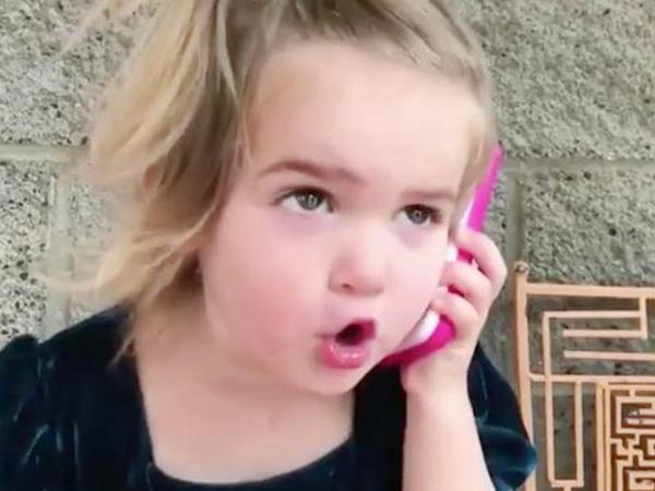 """Dünya 2 yaşlı qızın qısqanclığından danışır: """"Səni parkda qızla gördüm, bir də mənə zəng etmə"""" - VİDEO - FOTO"""