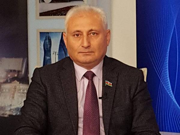 Hikmət Babaoğlu işçisi haqqında status paylaşdı