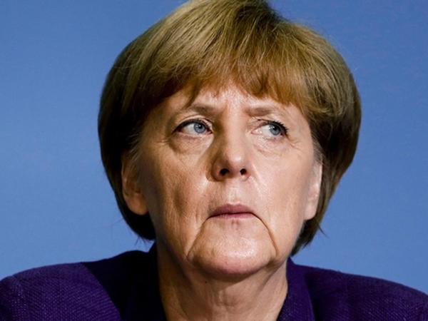 """""""Türkiyə vətəndaşlarına ikili vətəndaşlıq pasportu verəcəyik"""" - <span class=""""color_red"""">Merkel</span>"""
