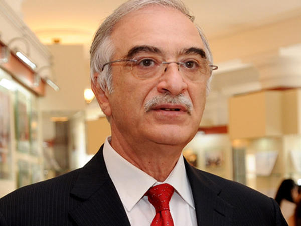 Polad Bülbüloğlu Türkmənistanın Xalq artisti oldu