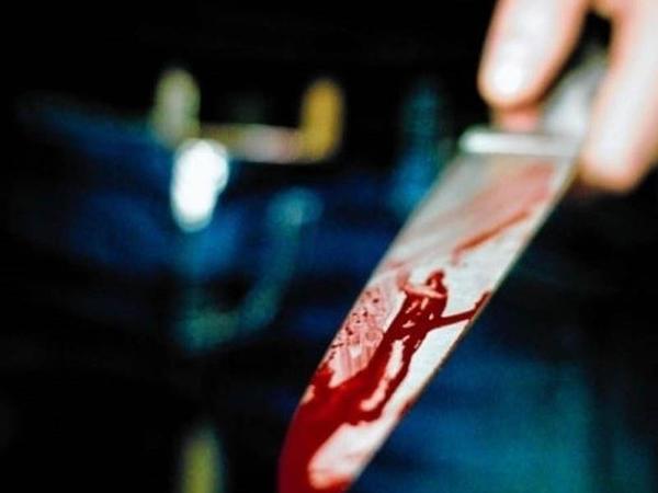 Neftçala sakini özünü bıçaqlayıb