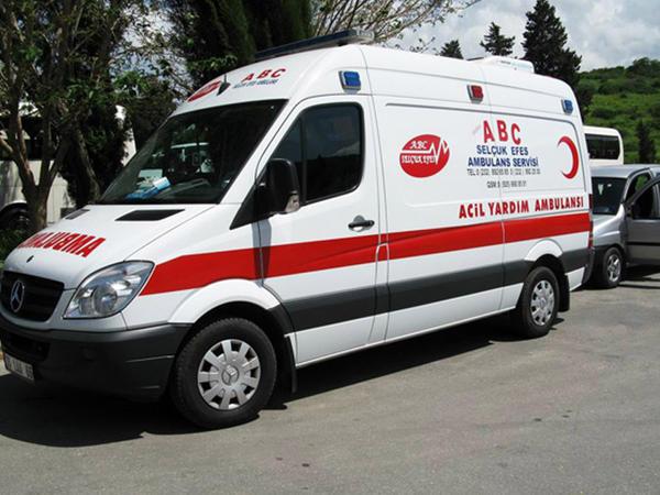 Türkiyədə mikroavtobus dərəyə aşıb: 1 ölü, 13 yaralı