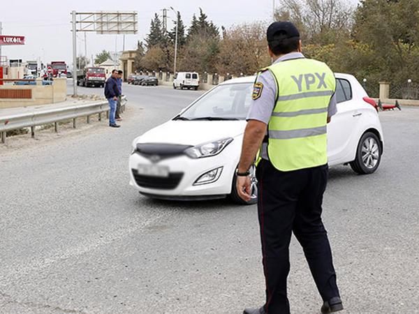 """Yol polisi avtomobillərə dəyişiklik edilməsi ilə bağlı müraciət etdi - <span class=""""color_red"""">15 min sürücü cərimənələnib</span>"""