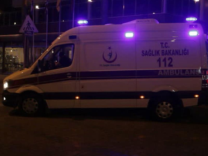 Türkiyədə yük maşını ilə minik avtomobili toqquşub, xəsarət alanlar var