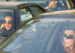 İranda qalmaqal - Qadınlar avtomobillərində başlarını açdılar - FOTO