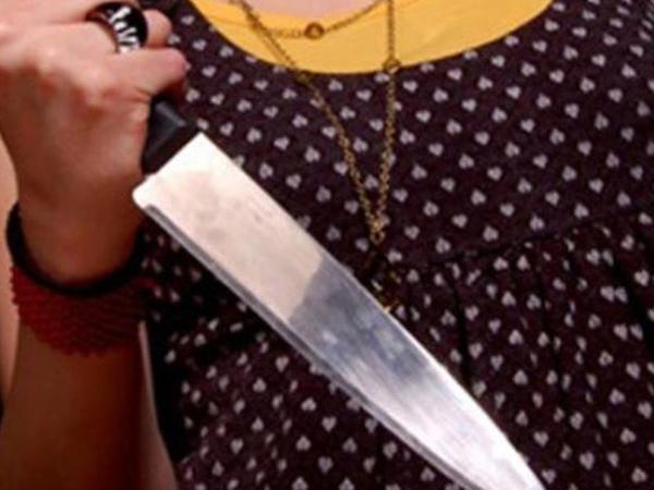 Sumqayıtda oğlu ilə mübahisə edən ana özünü bıçaqladı