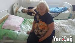 Fəxri Xiyabanda dəfn edilən atanın küçəyə atılan qızı - Ana və oğlunun acınacaqlı həyatı - FOTO