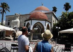 205 turist ərazidən çıxarılır: Kosda zəlzələ tarixi minarəni dağıtdı - VİDEO