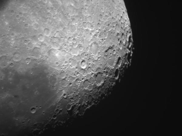 İçində Aydan götürülmüş toz olan çanta 1,8 milyon dollara satılıb