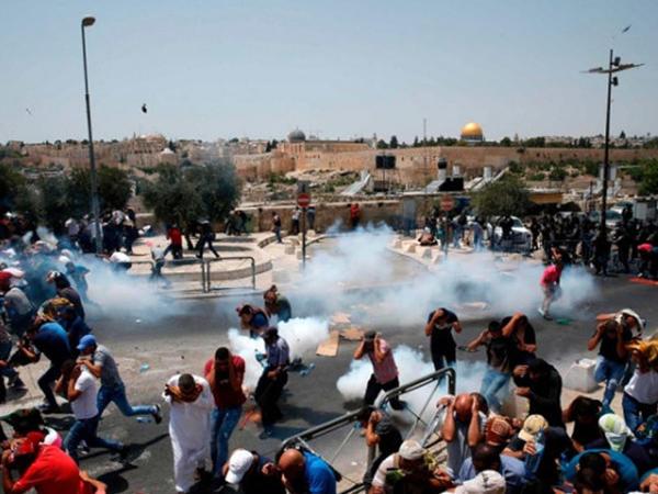 """İsrail polisi cümə namazından çıxan müsəlmanlara hücum etdi: <span class=""""color_red""""> yaralılar var - VİDEO - FOTO</span>"""
