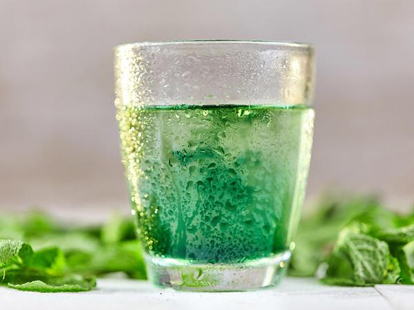 """Sudan daha faydalı içkilər - <span class=""""color_red"""">SİYAHI</span>"""