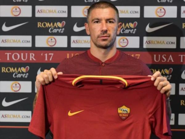 """""""Roma"""" serbiyalı müdafiəçi transfer etdi"""