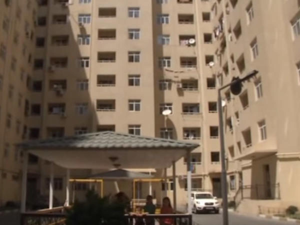 300-dən çox ailənin yaşadığı binaya isti su verilmir - VİDEO