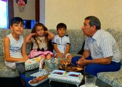 Arif Quliyev nəvələri ilə - FOTOlar