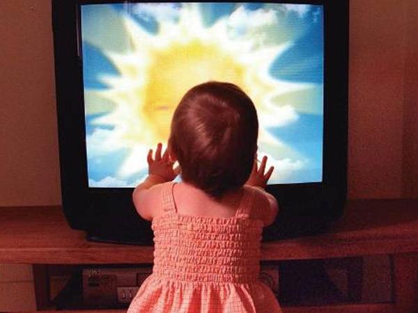 """Televizor, planşet uşaqları lal edə bilər - <span class=""""color_red"""">HƏKİMLƏRDƏN HƏYƏCAN TƏBİLİ</span>"""