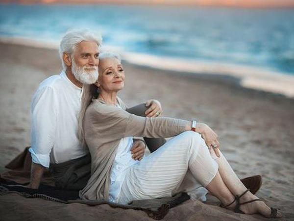 """Görənləri heyran edən yaşlı cütlükdən möhtəşəm """"Love story"""" - FOTO"""