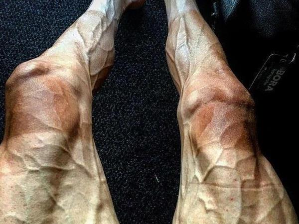 Bu adamın ayaqları hər kəsi şoka salır