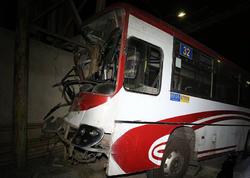 """Bakıda maşrut avtobusu qəzaya uğrayıb, <span class=""""color_red"""">yaralılar var - YENİLƏNİB - VİDEO - FOTO</span>"""