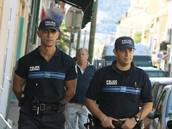 Fransada silahlı şəxsə görə evakuasiya olub
